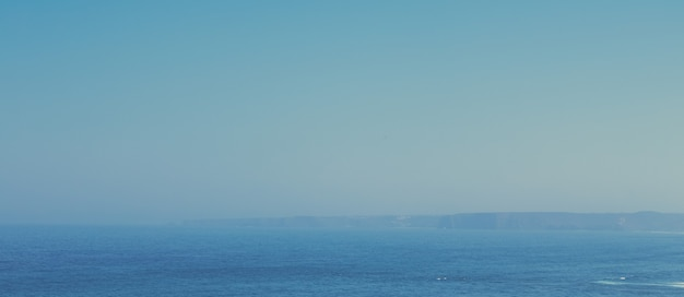 Vue sur un magnifique littoral de l'océan atlantique en europe voyage vacances et concept de votre destination de vacances idéale