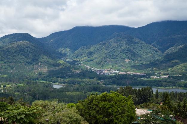 Vue sur la magnifique vallée du costa rican