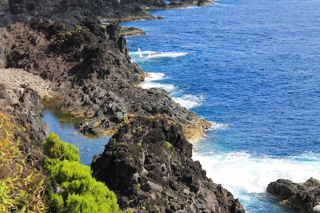 Vue sur la mer aux açores au portugal
