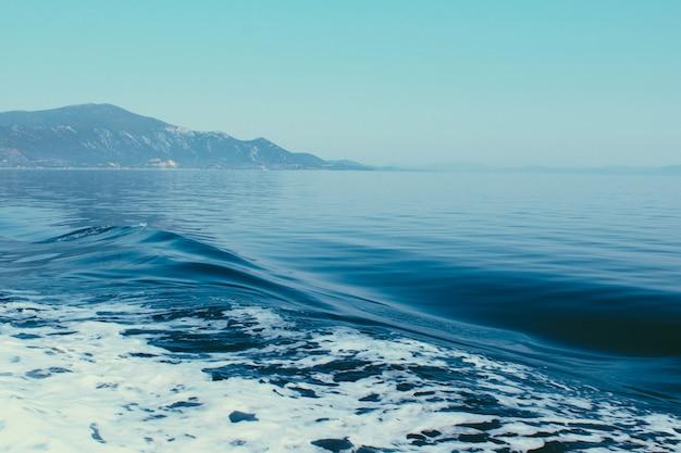 Vue sur la mer de l'île de skiathos