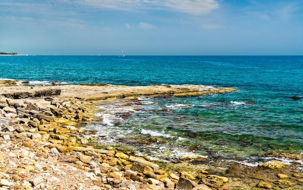 Vue sur la mer méditerranée à côté dans la province d'antalya en turquie