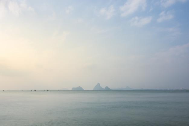 Vue sur la mer et la nature
