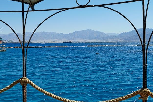 Vue sur la mer rouge depuis le récif des dauphins. eilat, israël, septembre 2018.