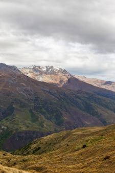 Vue sur la montagne dans les environs de queenstown ile sud nouvelle zelande