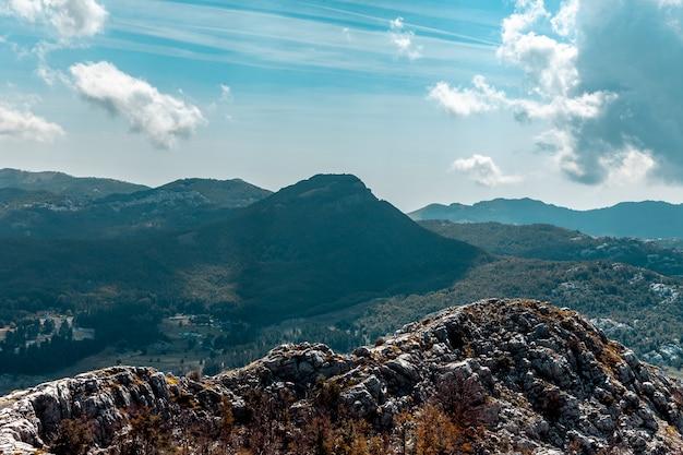 Vue de la montagne près de kotor