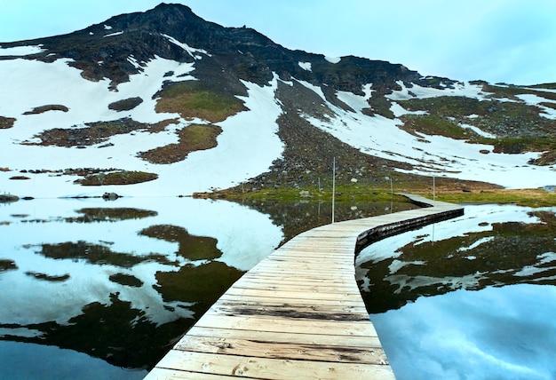 Vue sur les montagnes des alpes près de grossglockner high alpine road