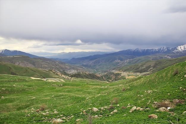 La vue sur les montagnes du caucase en arménie