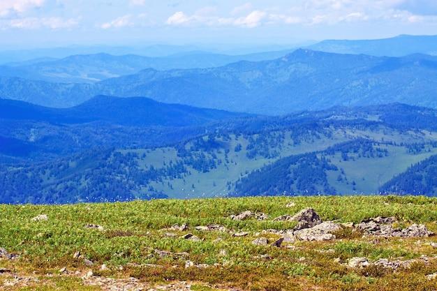 Vue des montagnes passe