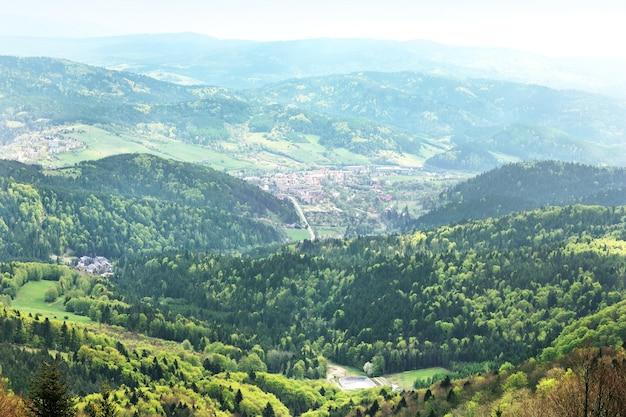 Vue sur les montagnes polonaises de krynica gorskand