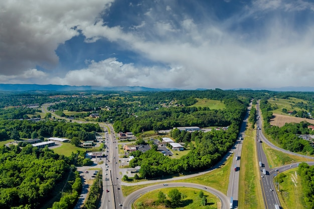 Vue sur les montagnes de la vallée de la virginie-occidentale de la route de rond-point d'intersection d'autoroute