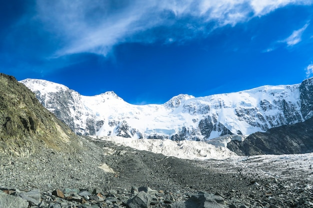 Vue de mur de belukha mountain. altaï, russie. akkem glacier