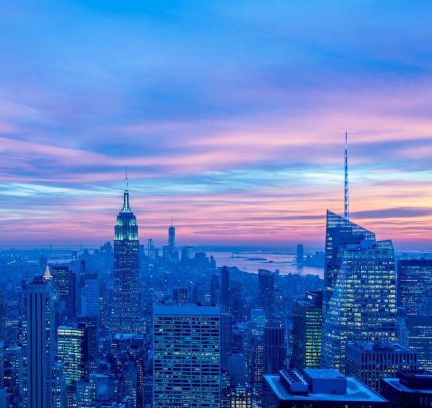 Vue de new york manhattan au coucher du soleil