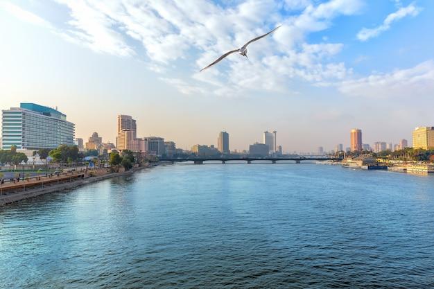 Vue sur le nil au centre-ville du caire, egypte.