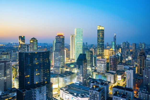 Vue nocturne de la ville de nanjing, chine