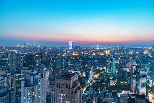 Vue nocturne de la ville de nanjing, jiangsu, chine