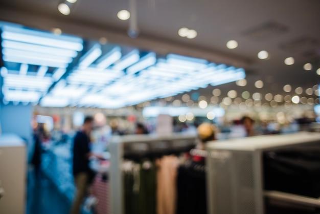 Vue non éclairée du magasin de vêtements