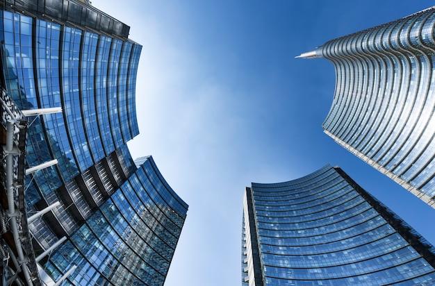 Vue sur les nouveaux bâtiments de la place gae aulenti et corso como dans le quartier de porta nuova.