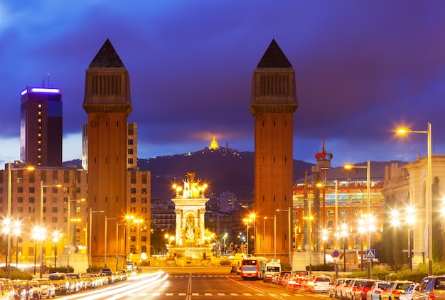 Vue de nuit de barcelone