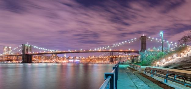 Vue de nuit du pont de manhattan et brooklyn