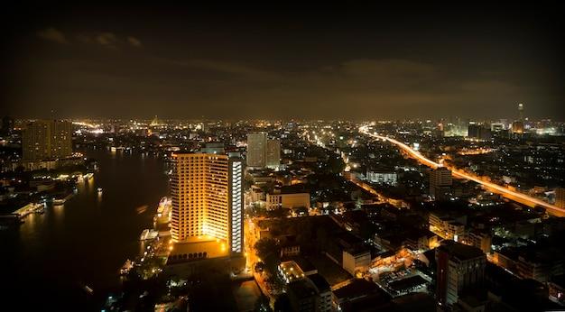 Vue de nuit de la ville de bangkok, thaïlande