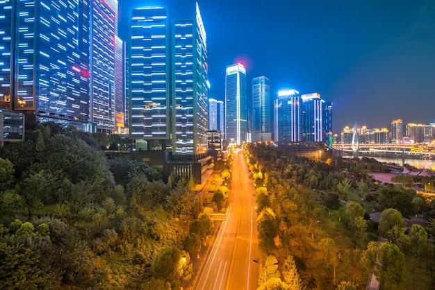 Vue de nuit de la ville