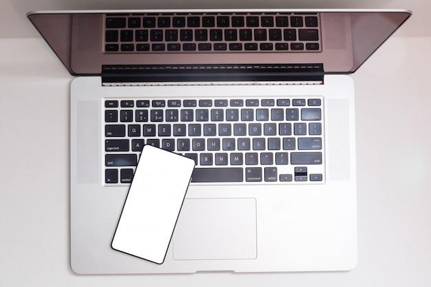 Vue d'un ordinateur portable en mobile haute définition