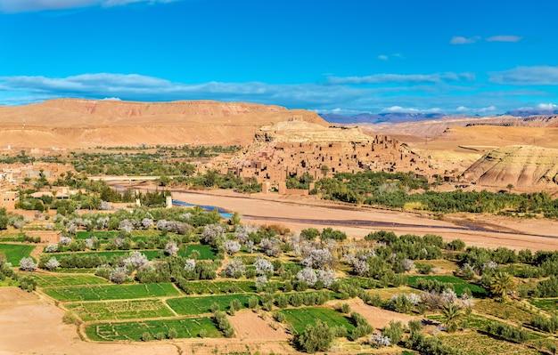 Vue panoramique d'aït ben haddou, site du patrimoine mondial au maroc