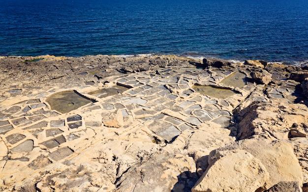 Vue panoramique sur les anciens marais salants de la mer
