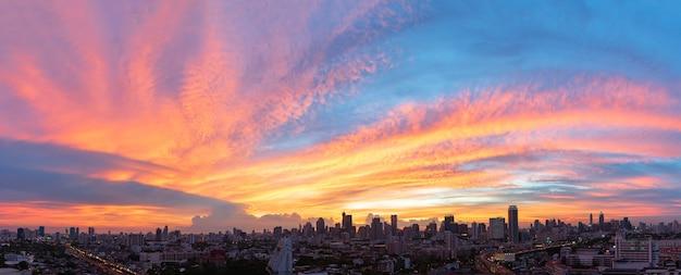 Vue panoramique de beau ciel vide