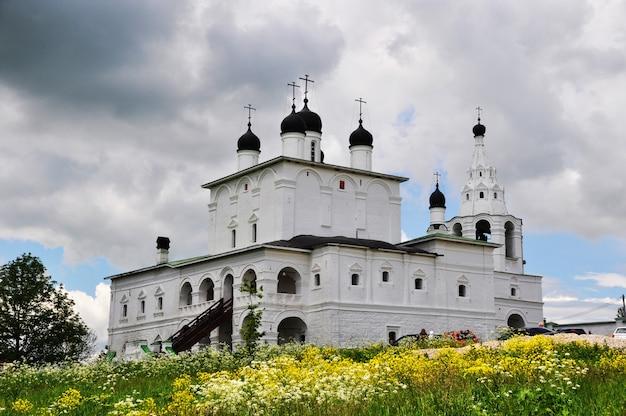 Vue panoramique de la cathédrale de la nativité du monastère d'anastasov