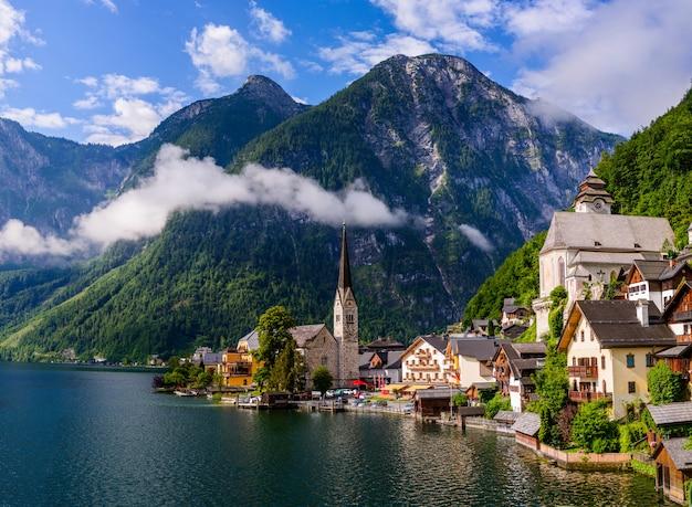 Vue panoramique de la célèbre ville historique de hallstatt