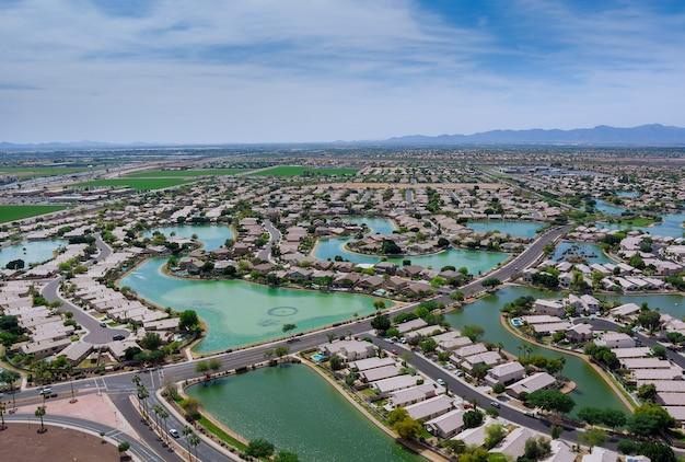 Vue panoramique donnant sur une petite ville américaine à avondale ville près de la capitale de l'état de phoenix arizona usa