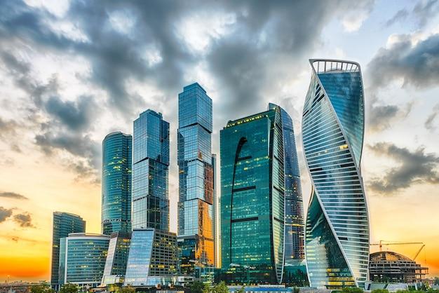 Vue panoramique du centre d'affaires international de la ville de moscou, russie
