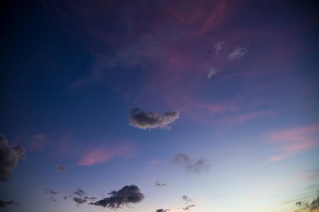 Vue panoramique du ciel au coucher du soleil