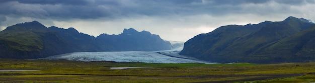 Vue panoramique du glacier de skaftafell, parc national de vatnajokull en islande, concept de destinations de voyage