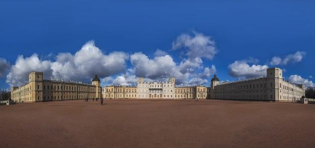 Vue panoramique du grand palais gatchina dans l'ancienne ville russe de gatchina. russie