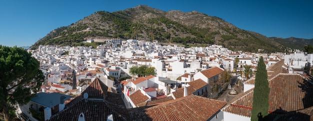 Vue panoramique du haut du village de mijas