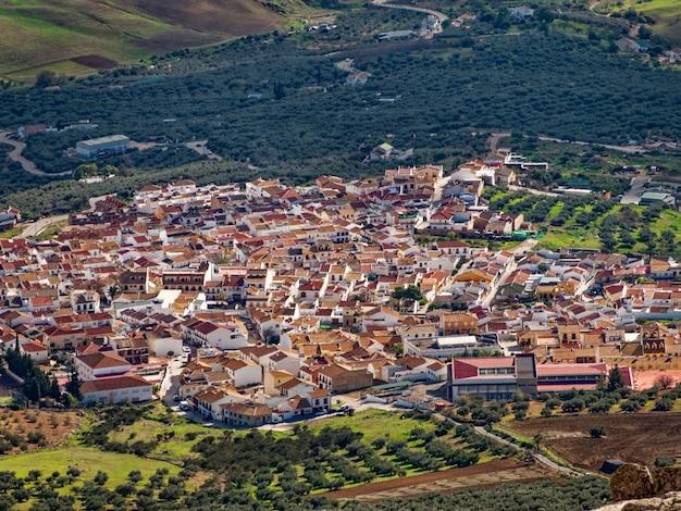 Vue panoramique du haut de la ville d'antequera en espagne