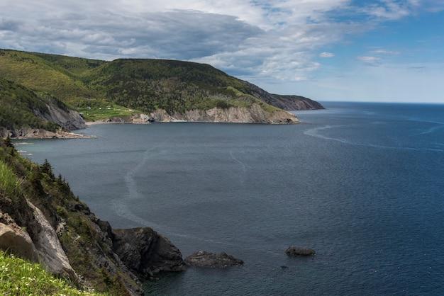 Vue panoramique du littoral, meat cove, cape north, sentier cabot, île du cap-breton, nouvelle-écosse, canad