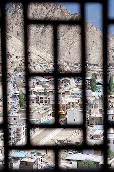 Vue panoramique du monastère de lamayuru à ladakh, en inde.
