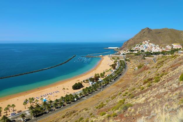 Vue panoramique du village de san andres et de la plage de las teresitas, tenerife, espagne