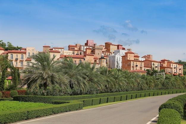 Vue panoramique d'un hôtel et d'une station balnéaire en toscane