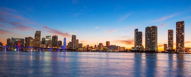 Vue panoramique de miami au coucher du soleil, usa.