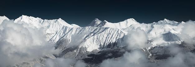 Vue panoramique sur les montagnes du caucase depuis le pic rosa sochi krasnaya polyana russie