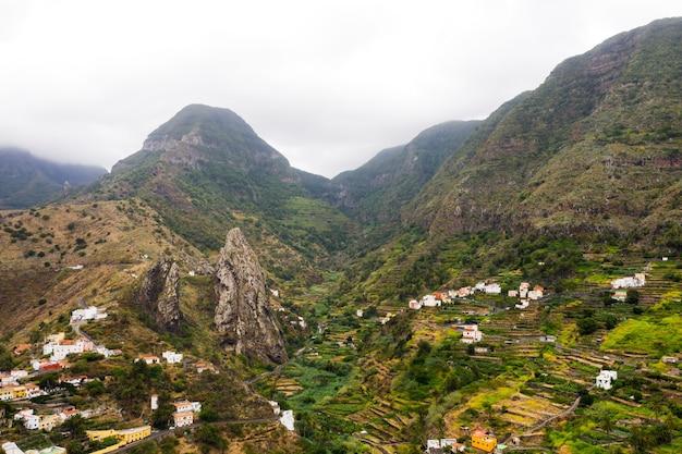 Vue panoramique sur les montagnes de l'île de la gomera