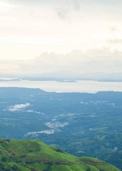Vue panoramique de la nature à la forêt tropicale du costa rica