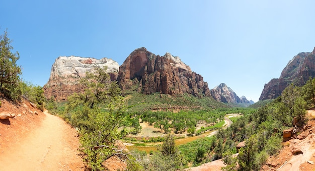 Vue panoramique de la nature vierge du parc national de zion