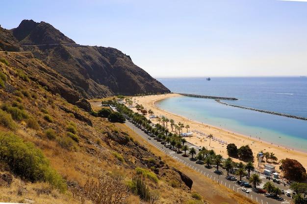 Vue panoramique de la plage de las teresitas, tenerife, espagne