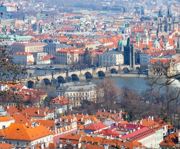Vue panoramique de prague, du pont charles et de la vltava