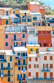 Vue panoramique de riomaggiore à cinque terre, ligurie, italie